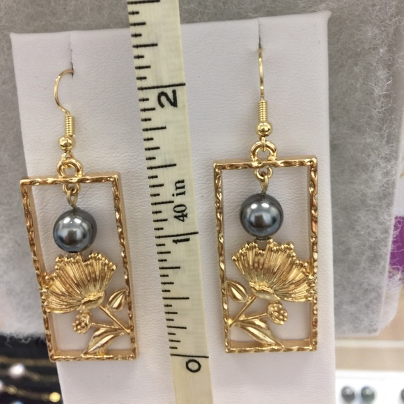 Jewelry - Ohia Lehua Earrings